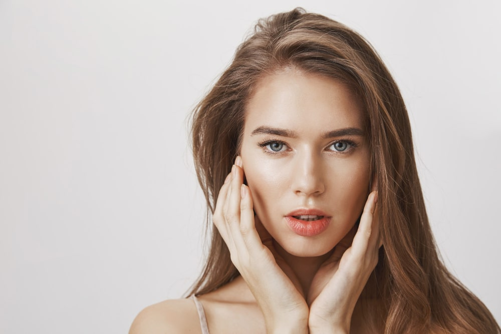 retinol, isotretinoin and other cosmeceutical retinoids for treatment of aging skin