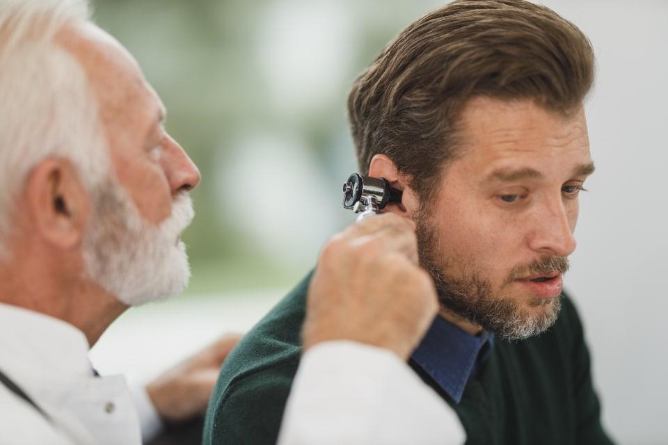 cause di crepitio o scoppiettio nelle orecchie