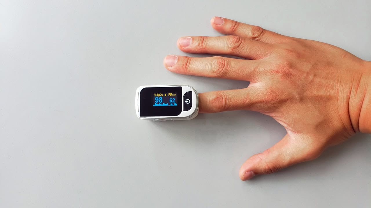 pulse oximeter to check and monitor blood oxygen levels and SpO2 saturation